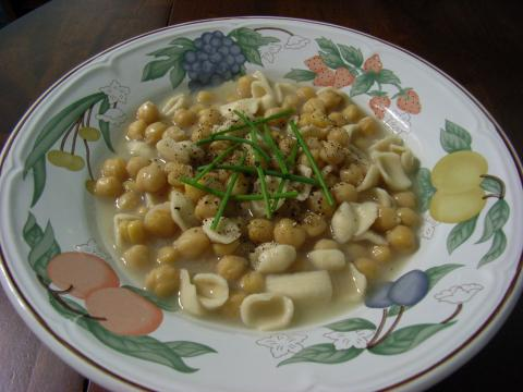 Chickpeas with pasta
